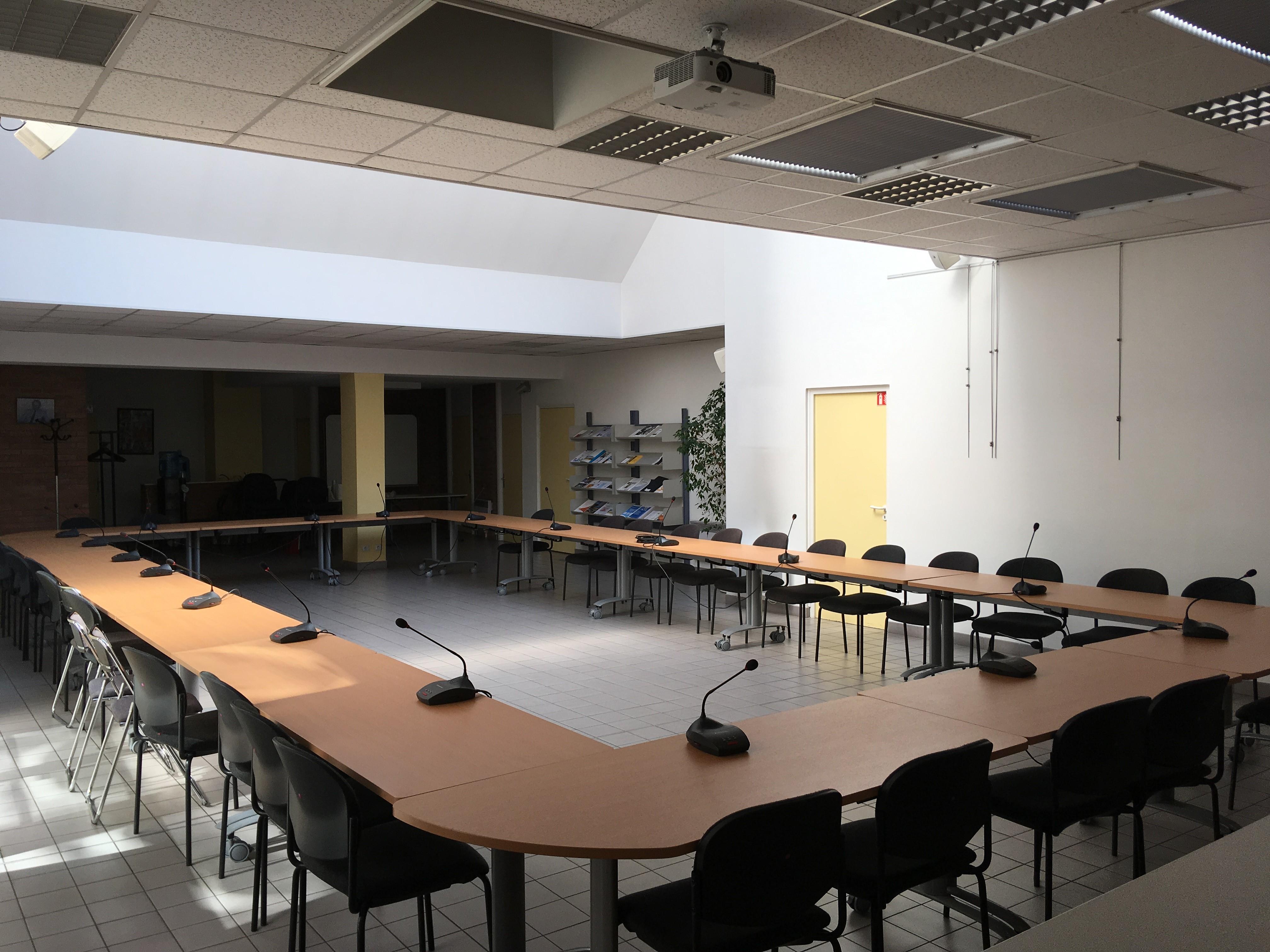 salle avec disposition réunion